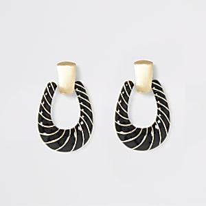 Goudkleurige en zwarte gedraaide deurklopper-oorbellen
