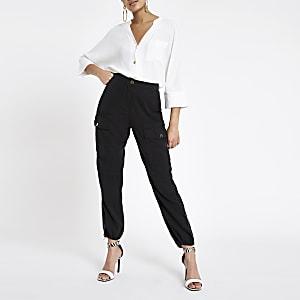 Witte blouse met V-hals en knoopsluiting