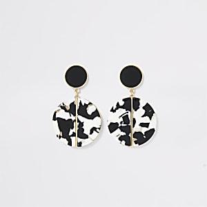 Oorhangers met zwart monochroom hars