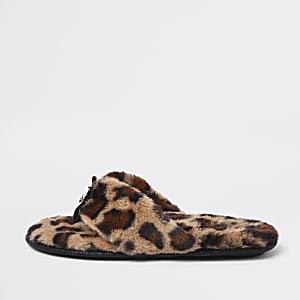 Chaussons à imprimé léopard marron façon tongs