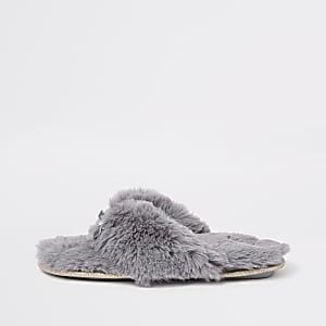 Grey faux fur flip flop slippers
