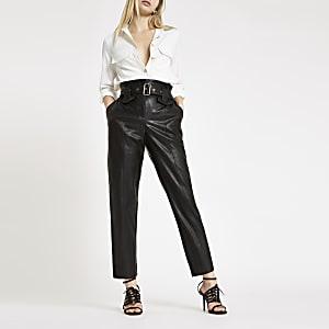Schwarze Hose aus Lederimitat