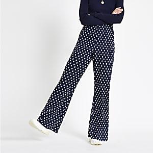 Pantalon évasé plissé à pois bleu marine