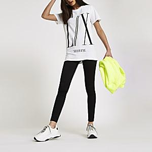 Wit boyfriend T-shirt met 'LX'-print en siersteentjes op de boord