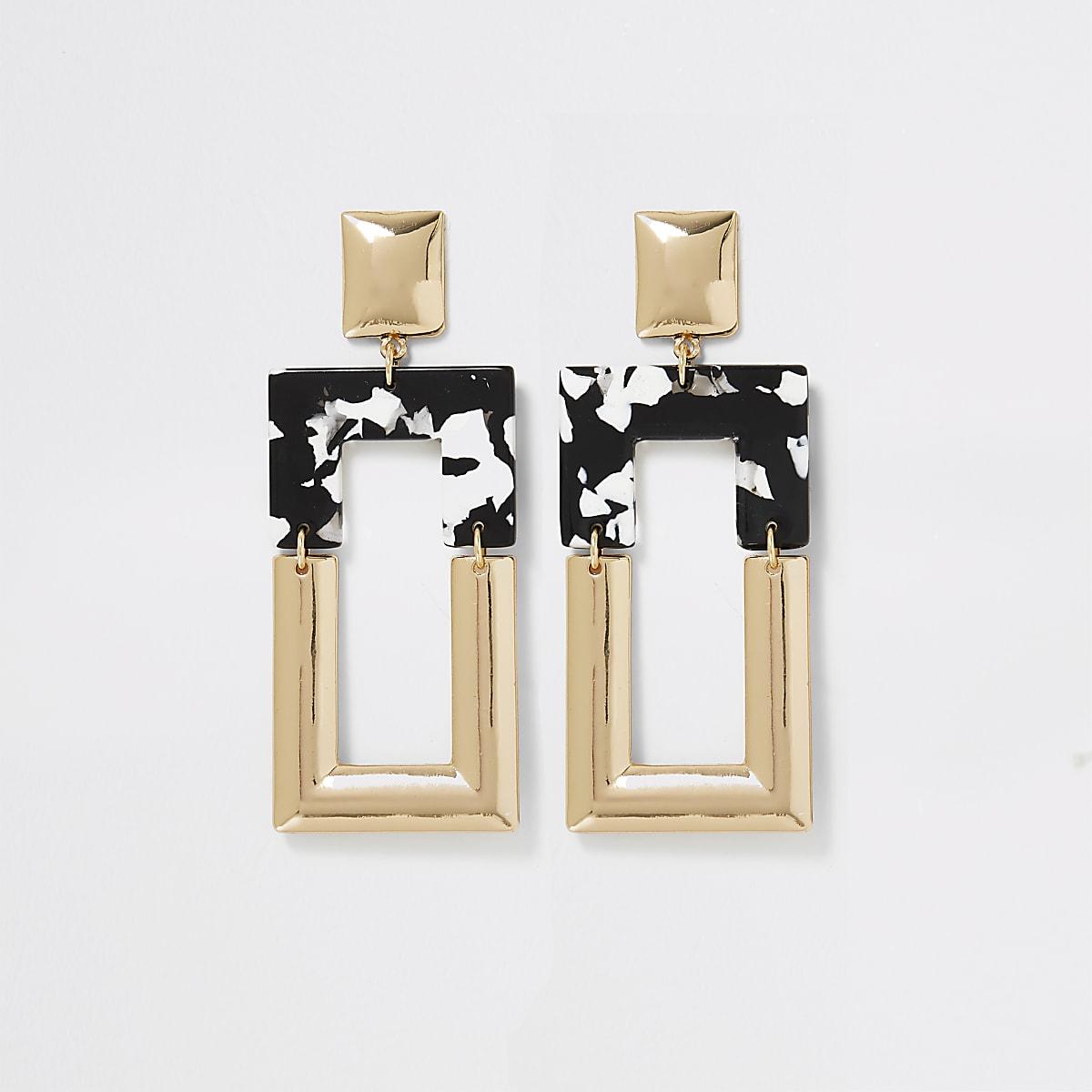Pendants d'oreilles dorés avec carré imprimé noir et blanc