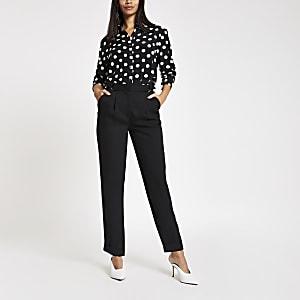 Zwarte tapstoelopende broek met D-ring en riem