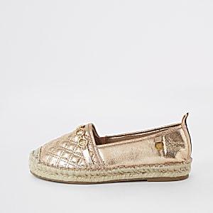 Goudkleurige doorgestikte schoenen met espadrillezool