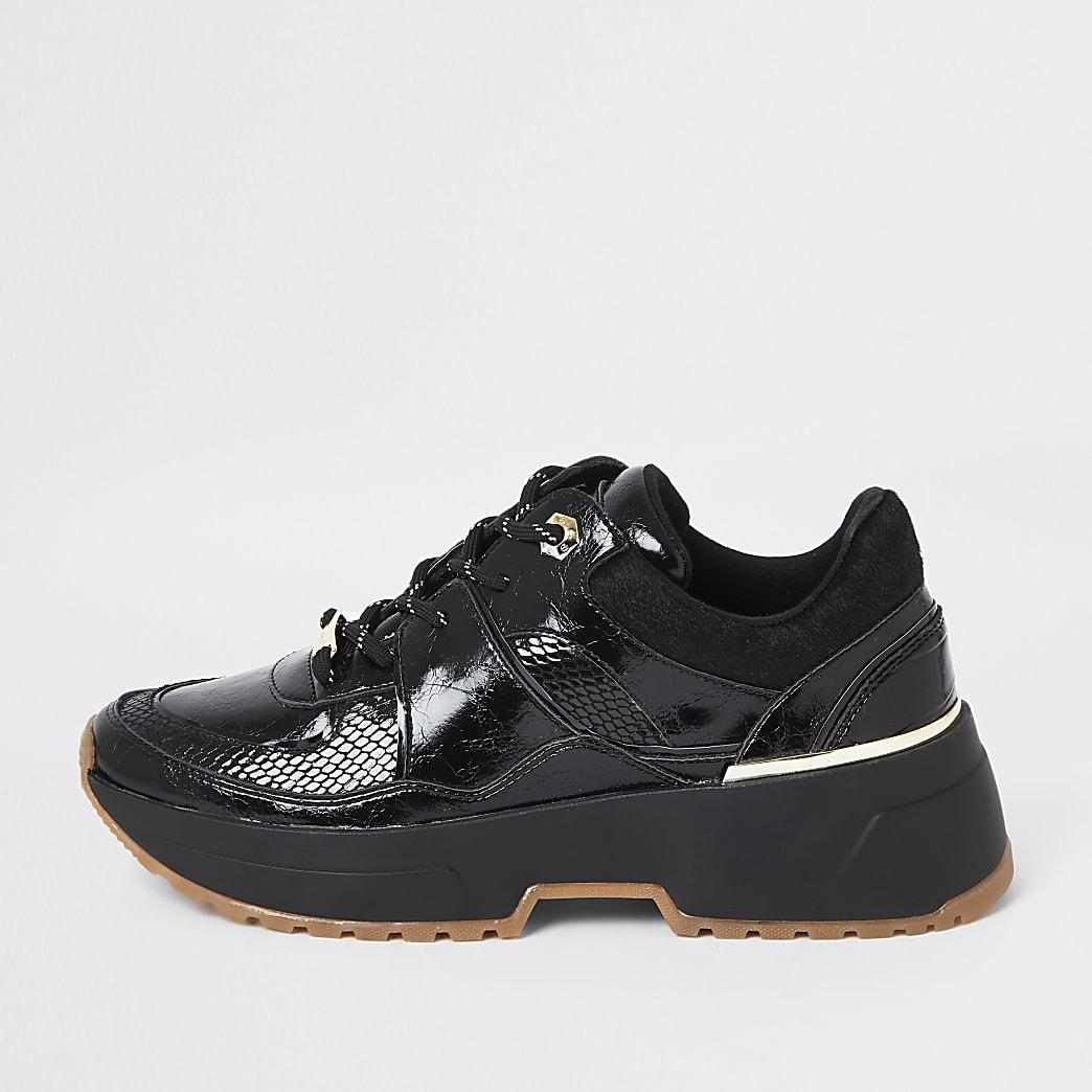 Baskets de course noires texturées vernies à lacets