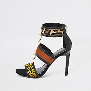 Sandales imprimé animal noires à talons et anneaux