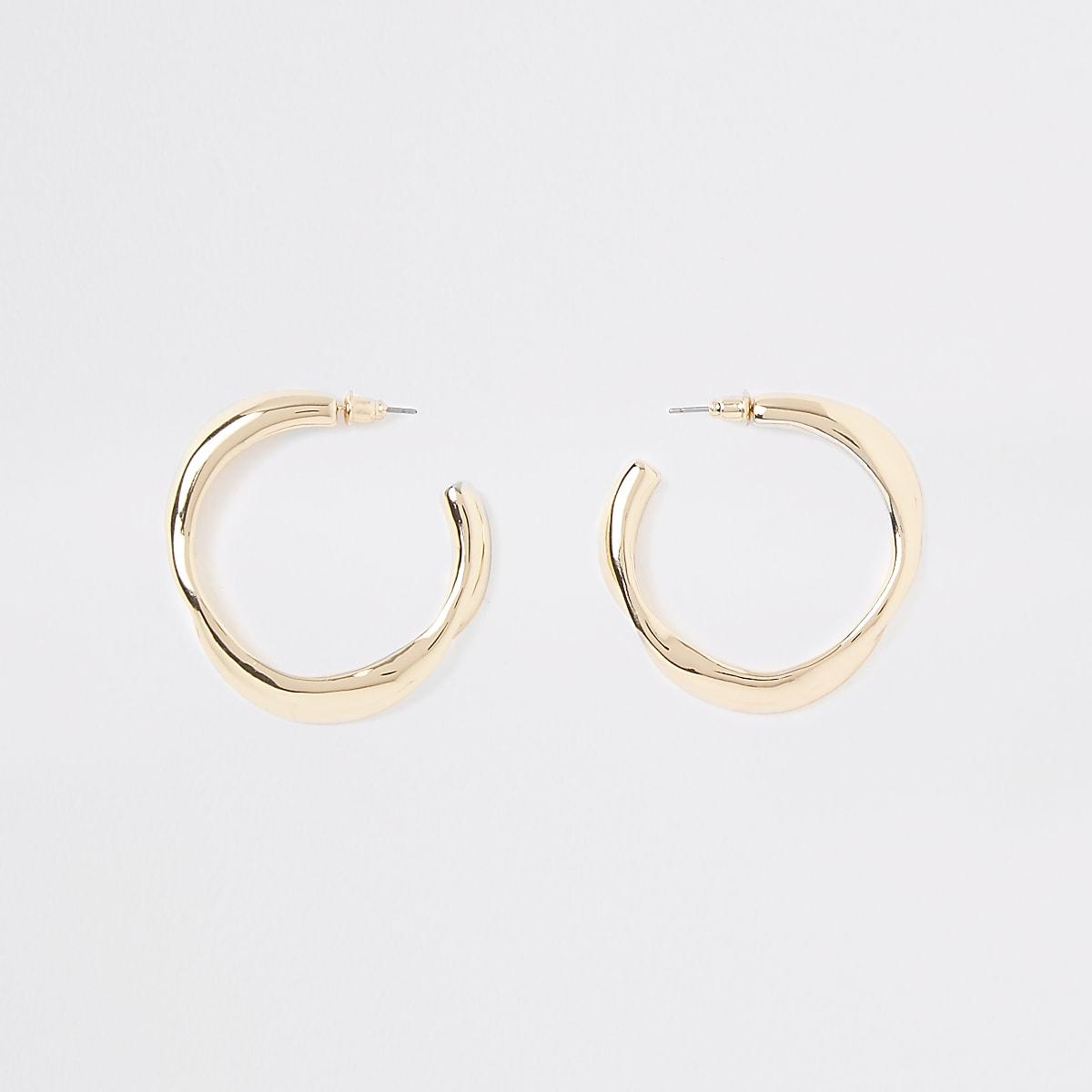 Gold tone wavy midi hoop earrings
