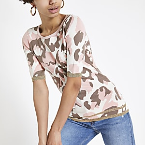Pinkes Strick-T-Shirt mit Camouflage-Muster