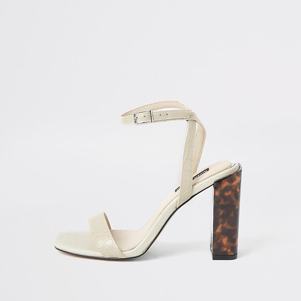 Sandales blanches à lanières croco et talon carré