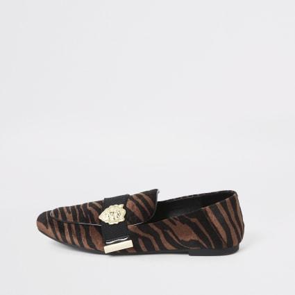 Brown velvet tiger print loafers