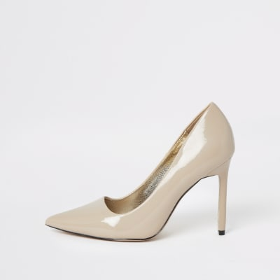Beige Skinny Heel Court Shoes    Beige Patent Clutch Bag by River Island