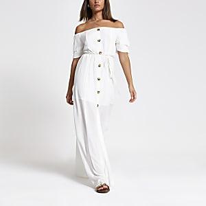 Robe longue Bardot blanche boutonnée sur le devant