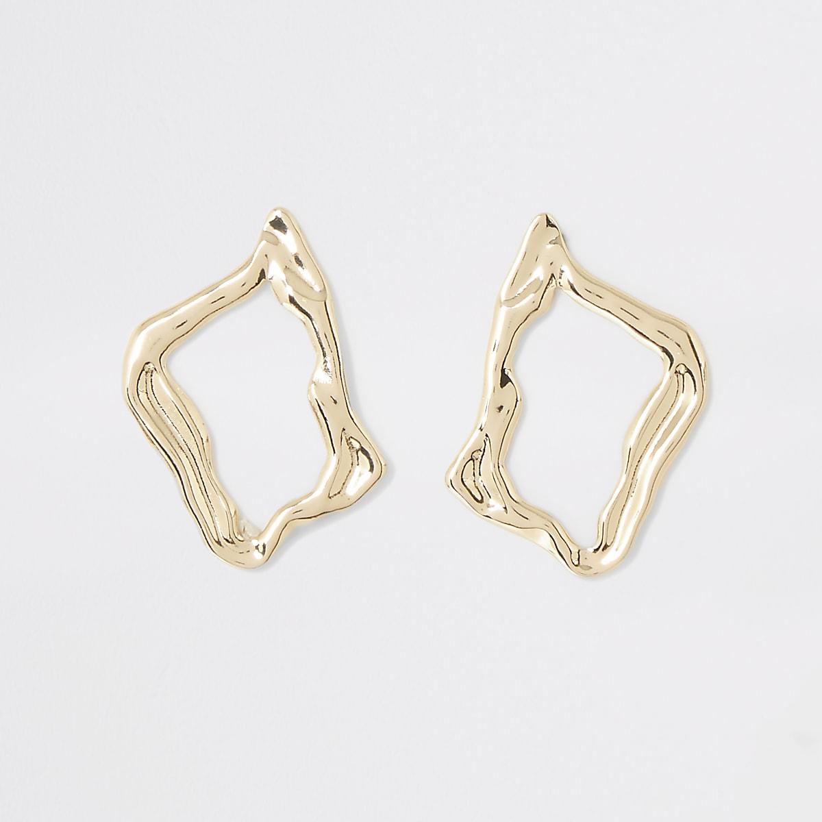 Gold color wavy stud earrings