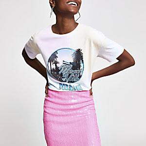 Pinkes Boyfriend-T-Shirt in Batikoptik