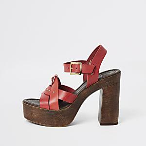 Chaussures à talon plateforme en cuir rouges cloutées