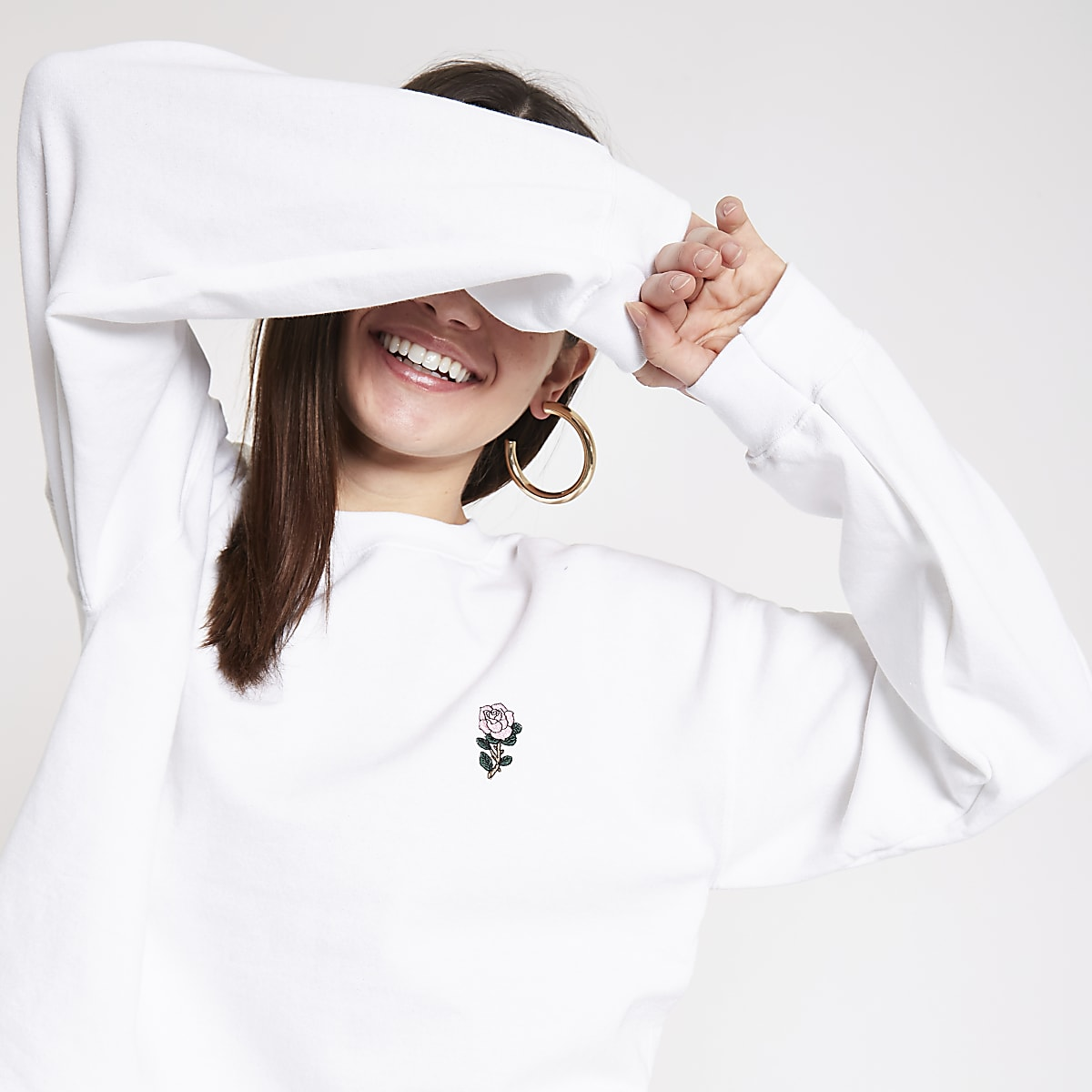 White rose embroidered sweatshirt