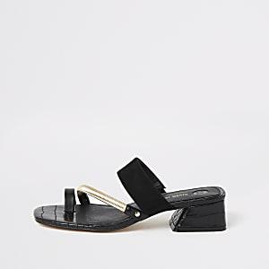 Zwarte sandalen met asymmetrische teenlus