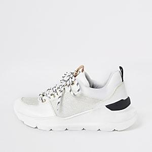 Weiße Lauf-Sneaker zum Schnüren