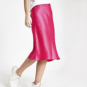 Jupe mi-longue rose coupée en biais