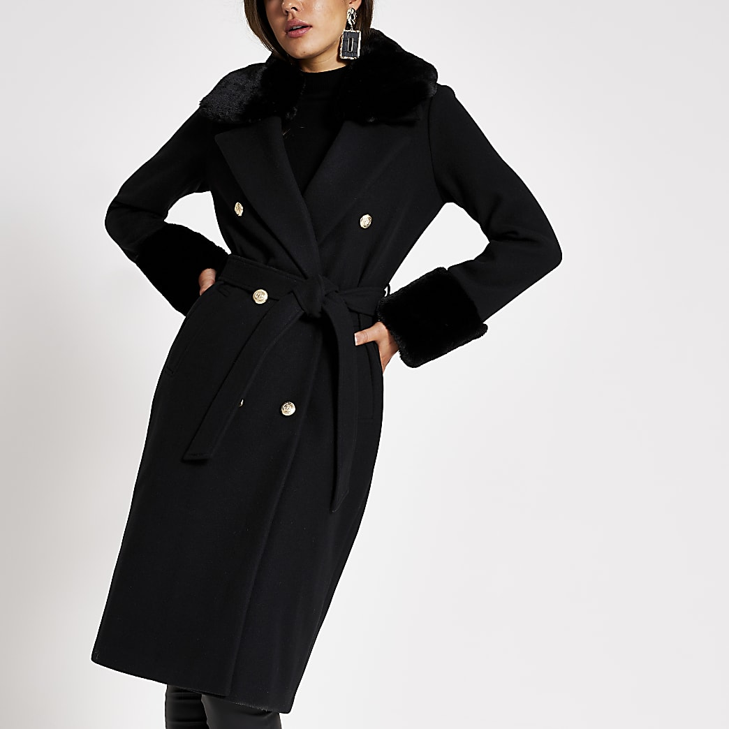 Zwarte lange jas met imitatiebont en strikceintuur