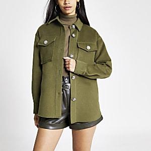Khakifarbene Jacke mit Knöpfen vorne