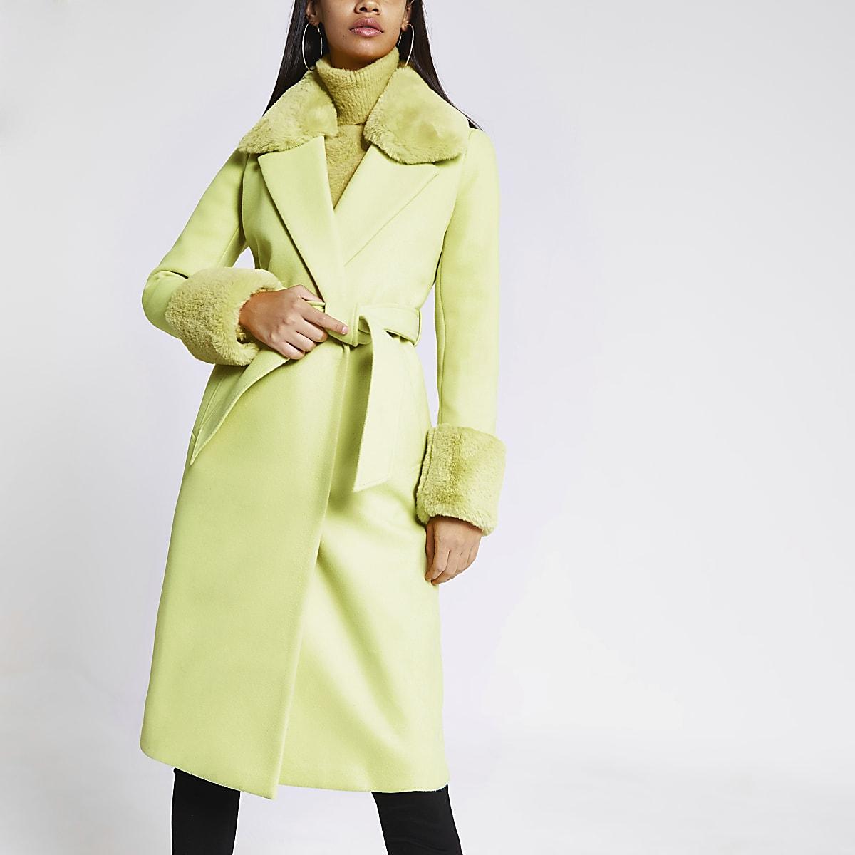 Limoenkleurige jas met strikceintuur en kraag van imitatiebont