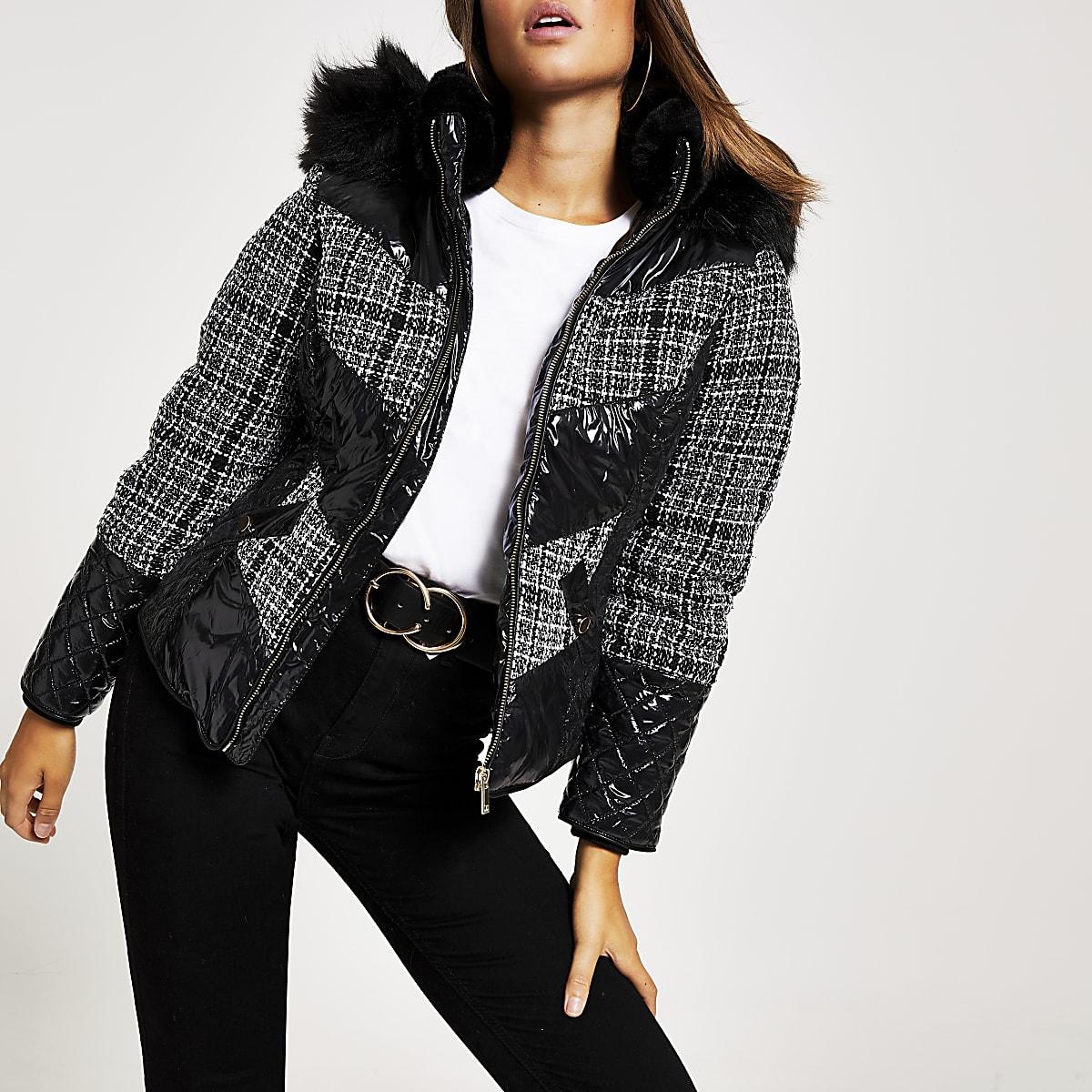 Zwarte bouclé geruite aansluitende gewatteerde jas
