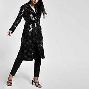 Zwarte vinyl trenchcoat met krokodillenprint in reliëf
