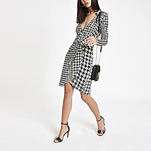 White houndstooth check jersey shirt dress