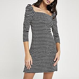 Zwarte jurk met print, vierkante hals en pofmouwen