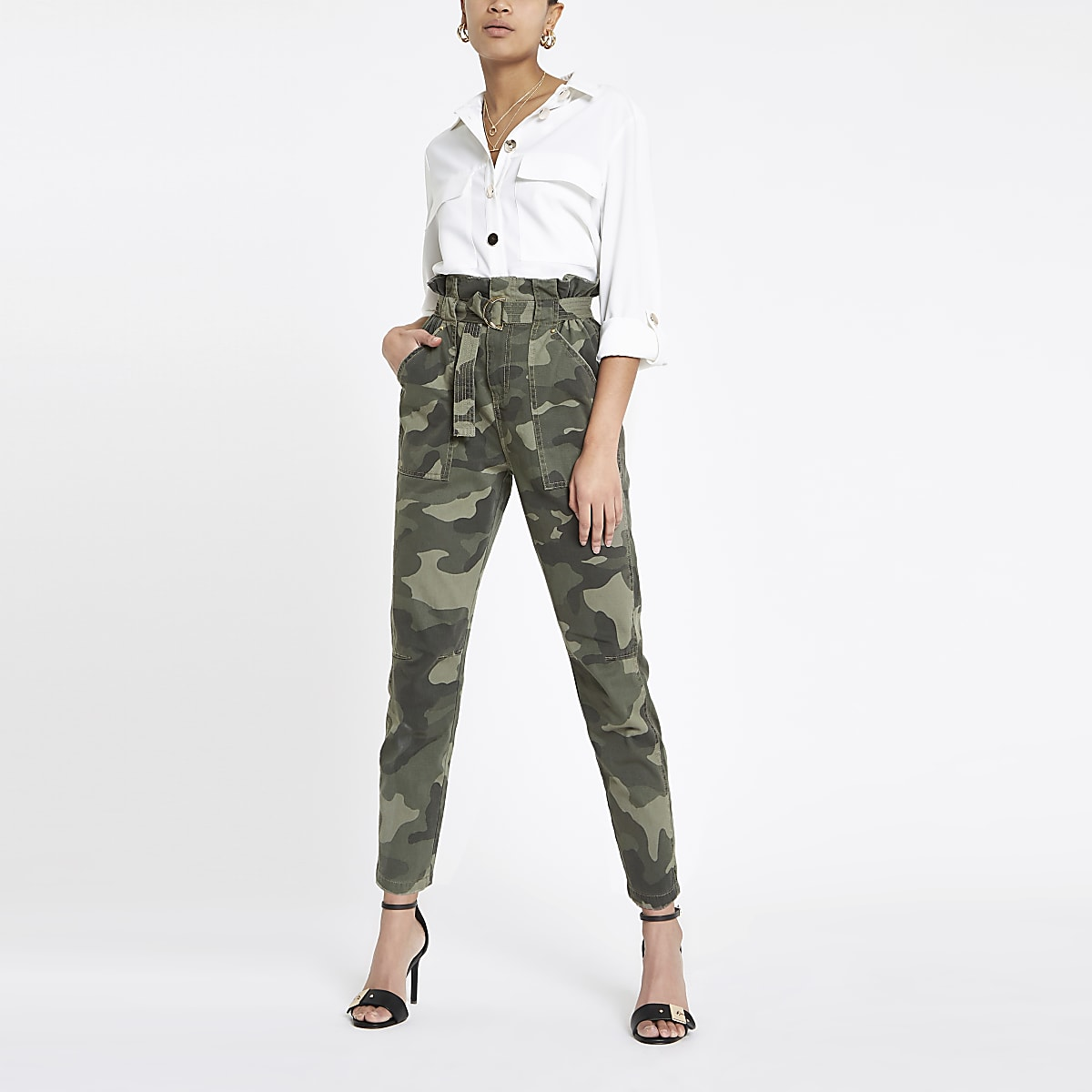 Kaki utility broek met geplooide taille en camouflageprint