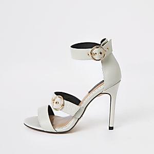 Cremekleurige brede sandalen met slangenprint en drie bandjes