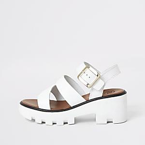 Sandales blanches à semelle crantée