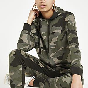 Kaki hoodie met camouflageprint en vleermuismouwen