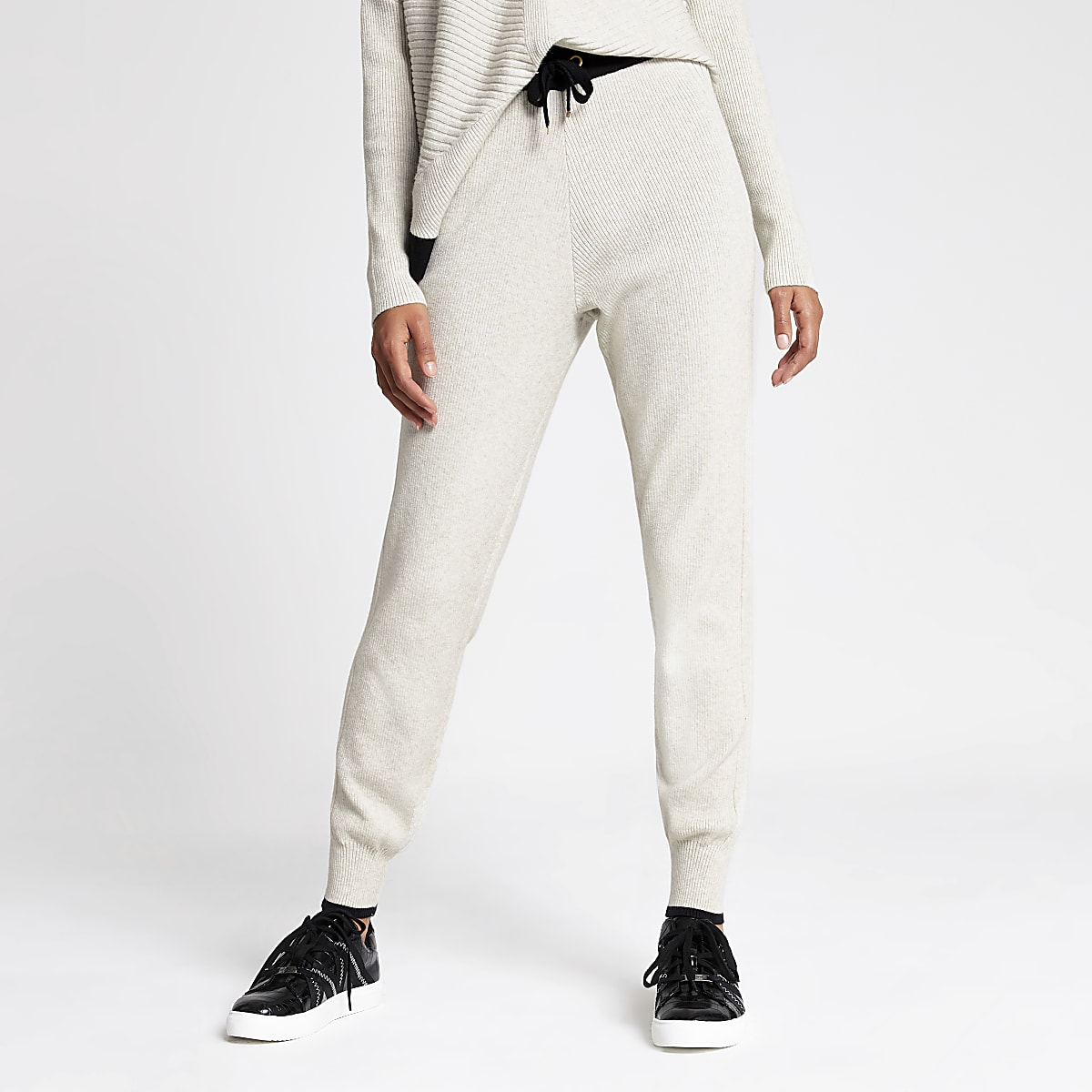 Crèmekleurige joggingbroek van gebreid materiaal