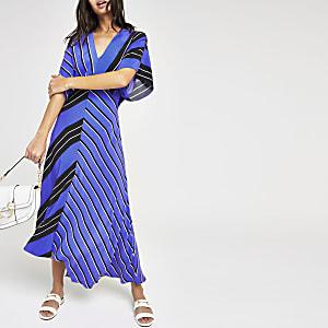 Blauwe gestreepte jurk met asymmetrische zoom