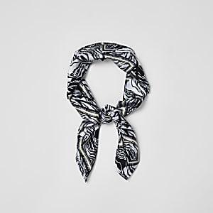 Zwarte satijnen sjaal met zebraprint