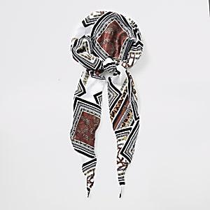 Bruine hoofddoek met barokprint