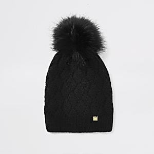 Bonnet noir avec pompon en fausse fourrure