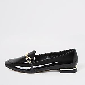 Zwarte lakleren ballerina's met gesp- en kettingdetail