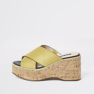 Chaussures à talons compensés et brides croisées jaunes