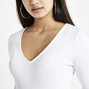 Witte geribbelde top met V-hals