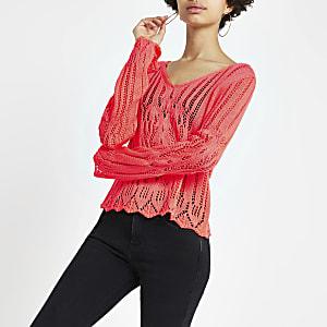 Top en maille au crochet rose à manches longues