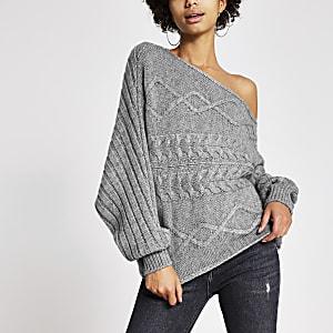Asymmetrischer Pullover mit Zopfstrickmuster in Grau