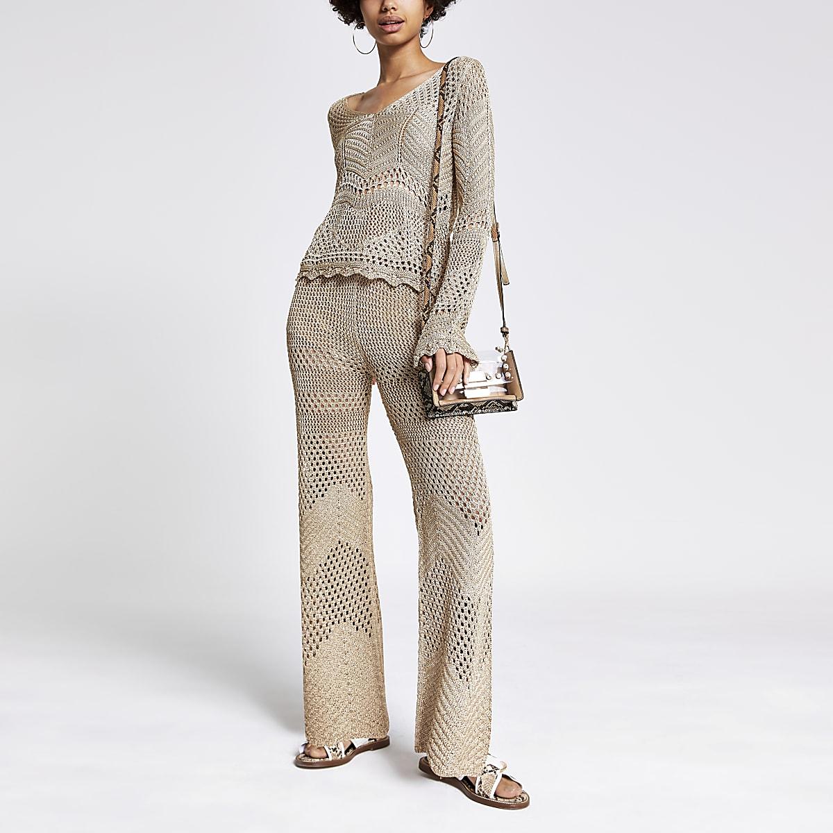 Goudkleurige gehaakte broek met wijde pijpen
