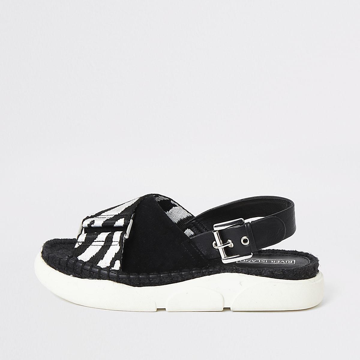 Zwart-witte flatform slippers met print en dikke zool