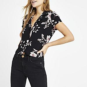 Chemise courte noire à fleurs